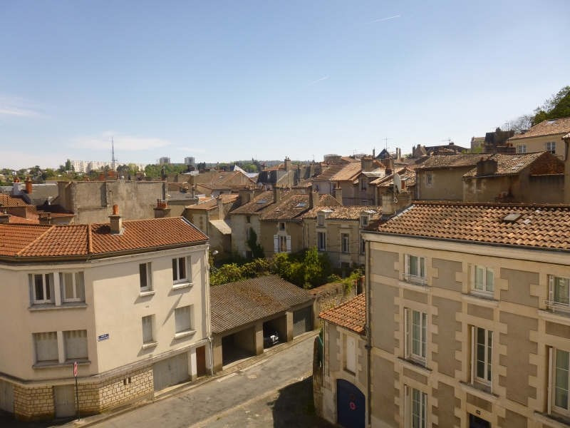 Rental apartment Poitiers 320€ CC - Picture 1