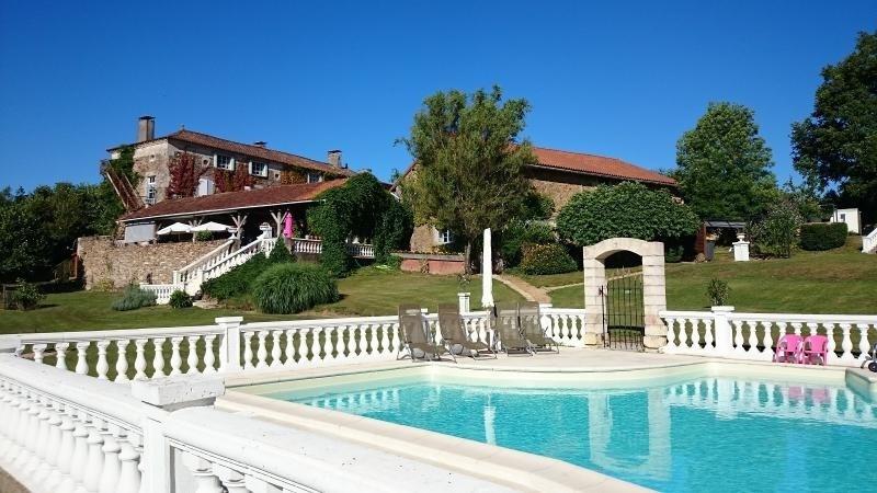 Deluxe sale house / villa Milhac de nontron 615000€ - Picture 2