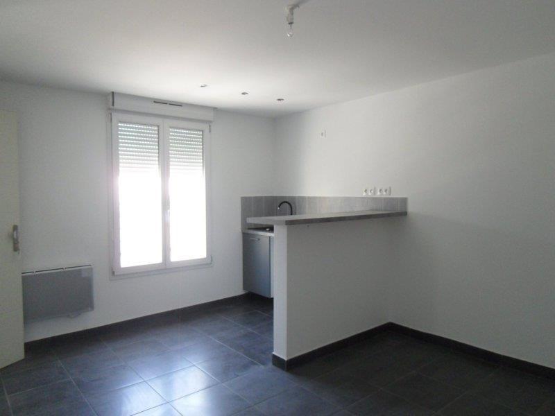 Location appartement Saint andre les vergers 450€ CC - Photo 3