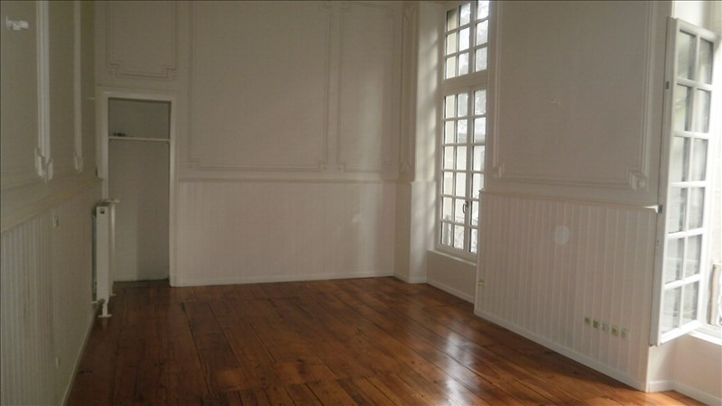 Rental apartment Pau 410€ CC - Picture 1