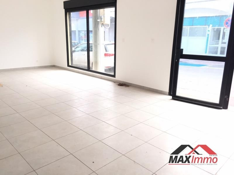 Location local commercial St pierre 1100€ HT/HC - Photo 1