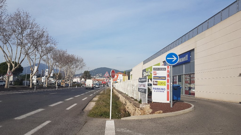 Commercial lease transfer empty room/storage La garde 6 917€ - Picture 1