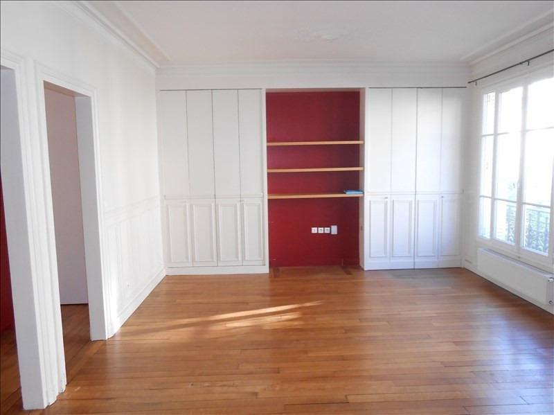 Rental apartment Paris 15ème 2326€ CC - Picture 2