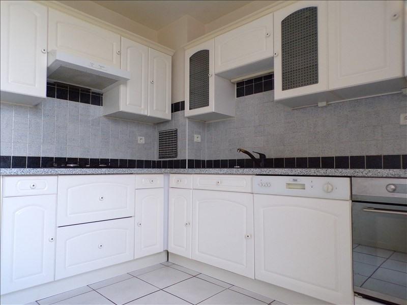 Location appartement Elancourt 1090€ CC - Photo 2