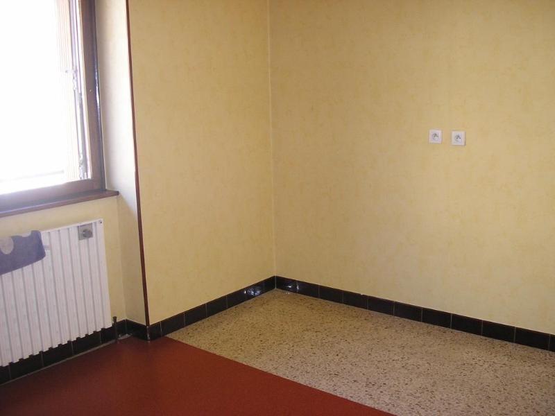 Rental apartment Montreal la cluse 606€ CC - Picture 2