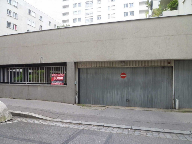 Location parking Lyon 6ème 120€ CC - Photo 1