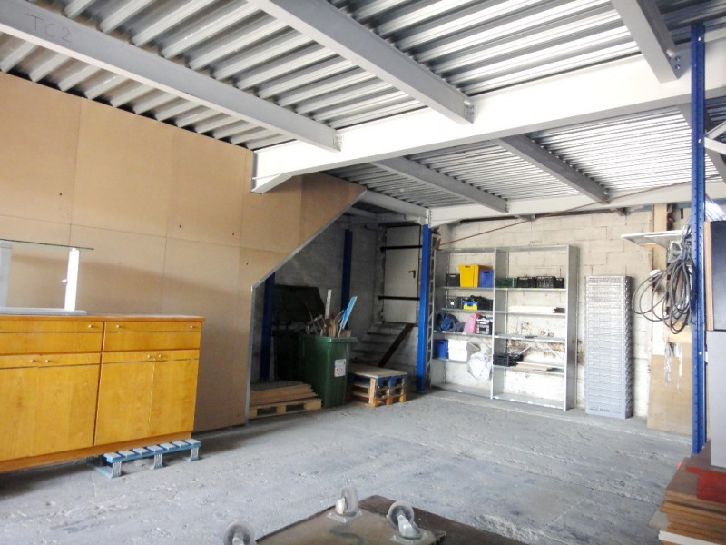 Location local commercial Bouc-bel-air 1 680€ HT/HC - Photo 4