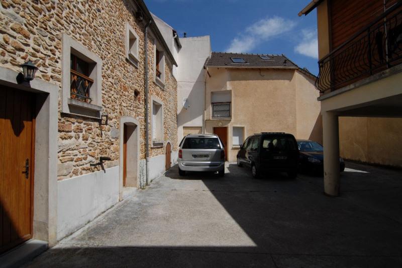 Location appartement La ville du bois 676€ CC - Photo 5
