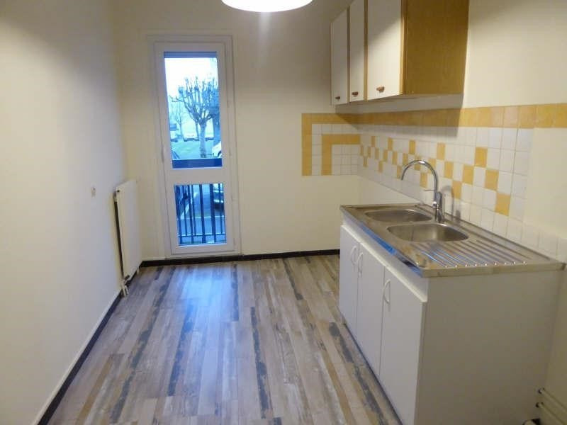 Rental apartment Maurepas 755€ CC - Picture 2