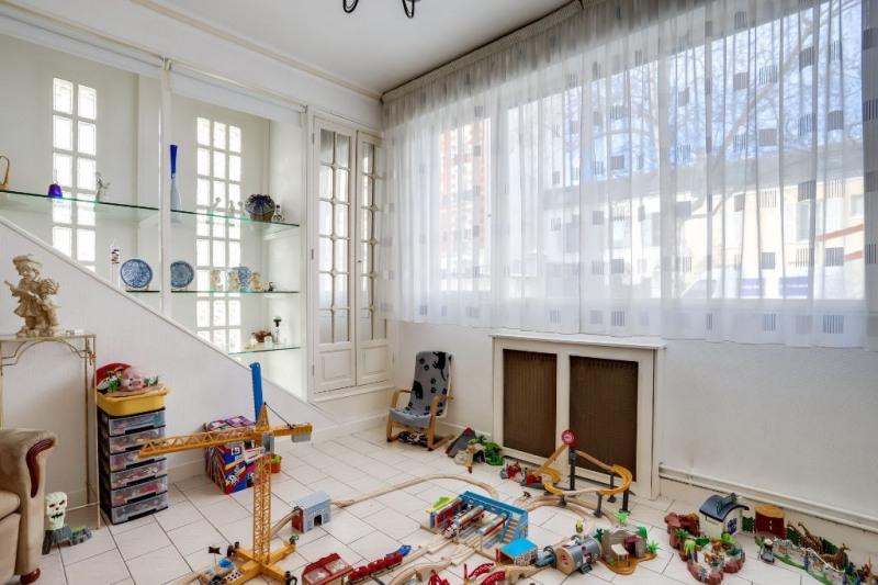 Sale apartment Courbevoie 894400€ - Picture 8