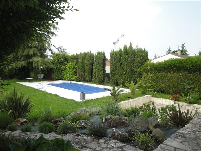 Deluxe sale house / villa Niort 519000€ - Picture 1