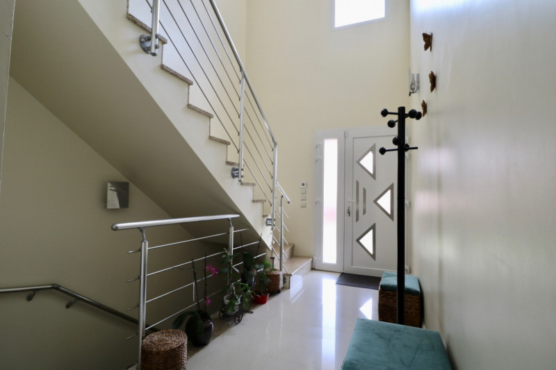Maison DÉcines-charpieu 9 pièce(s) 202.20 m2
