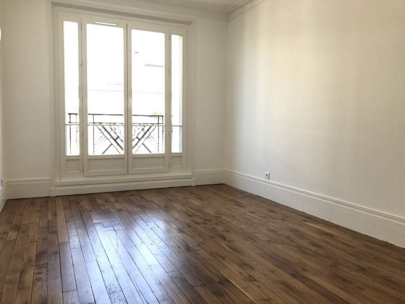 Rental apartment Paris 18ème 2 112€ CC - Picture 2