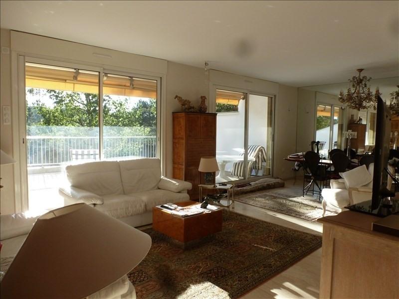 Sale apartment Charbonnieres les bains 449000€ - Picture 1