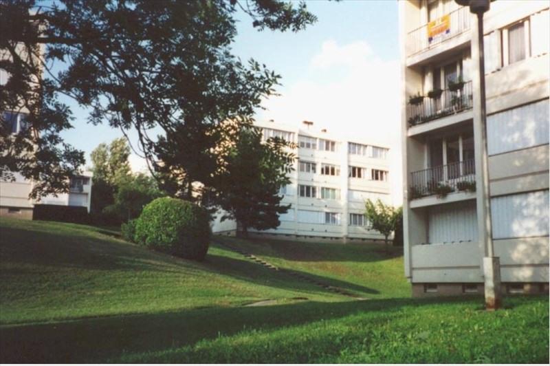 Rental apartment Carrieres sur seine 850€ CC - Picture 1