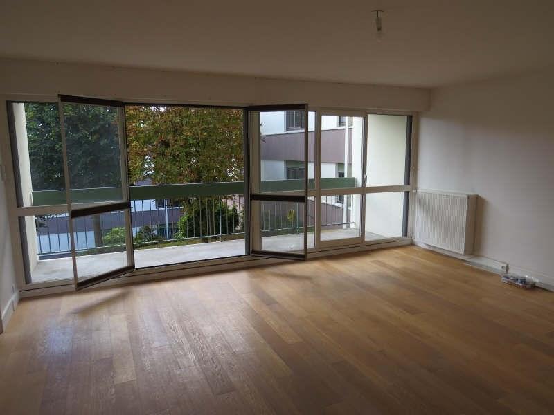 Rental apartment Le mesnil le roi 1290€cc - Picture 1