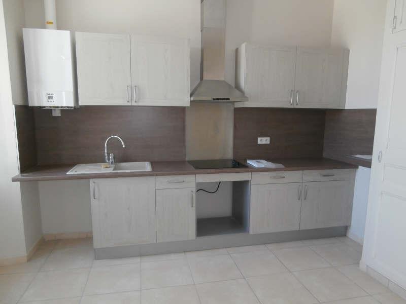 Rental apartment Salon de provence 850€ CC - Picture 2