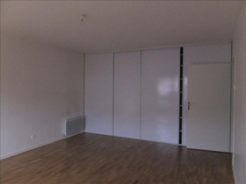 Rental apartment Guyancourt 801€ CC - Picture 3