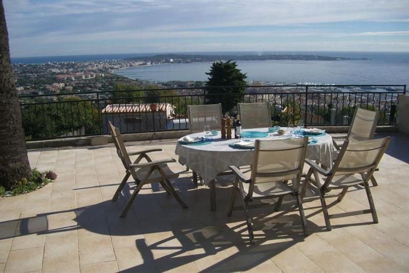 Deluxe sale chateau Le golfe juan 1750000€ - Picture 3