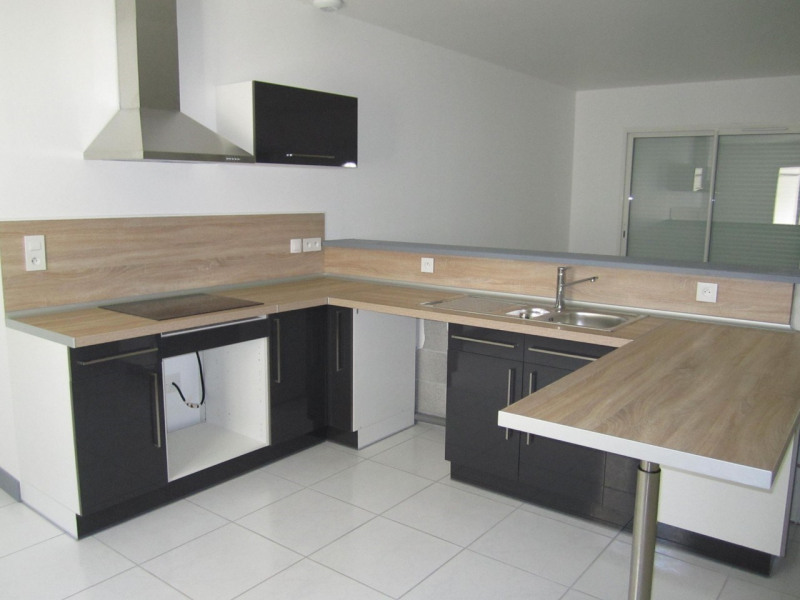 Location maison / villa Barret 652€ CC - Photo 2