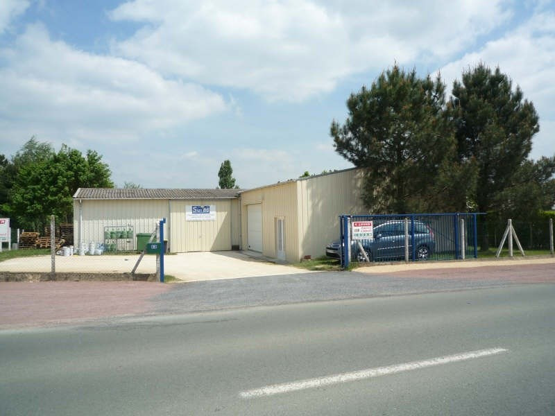 Location local commercial Smarves 690€+chHT -  3