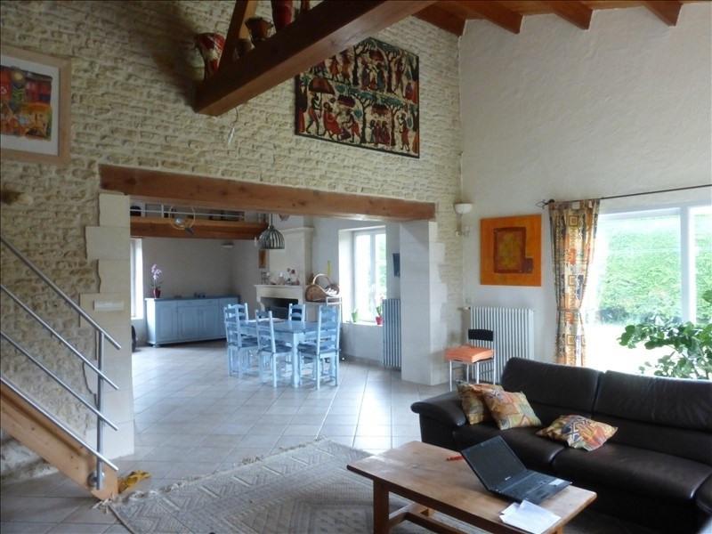 Deluxe sale house / villa Genouille 305000€ - Picture 4