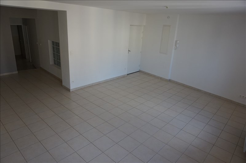 Rental apartment Lodeve 640€ CC - Picture 3