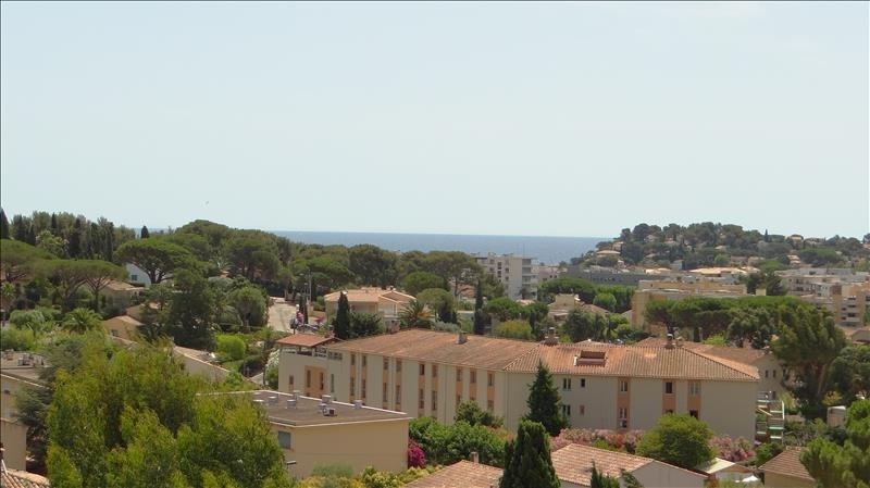 Deluxe sale apartment Cavalaire sur mer 580000€ - Picture 2