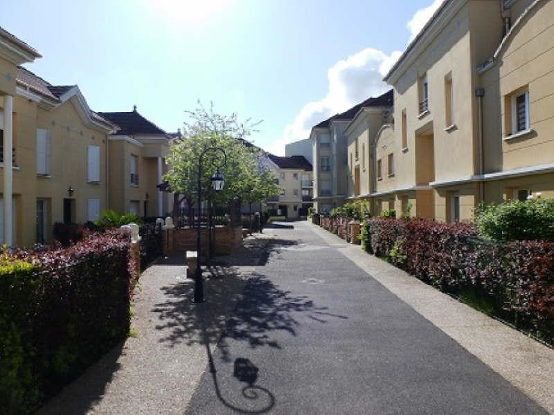 Rental apartment Elancourt 823€ CC - Picture 1
