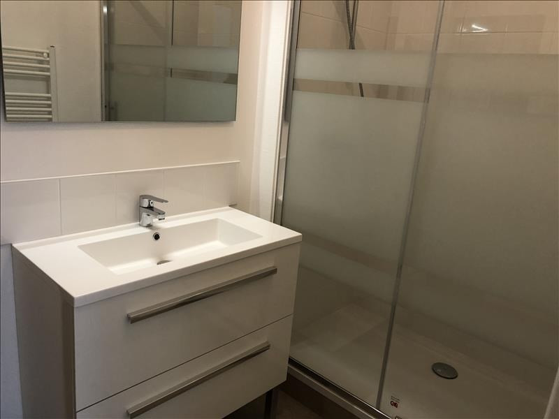 Location appartement Iteuil 643€ CC - Photo 4