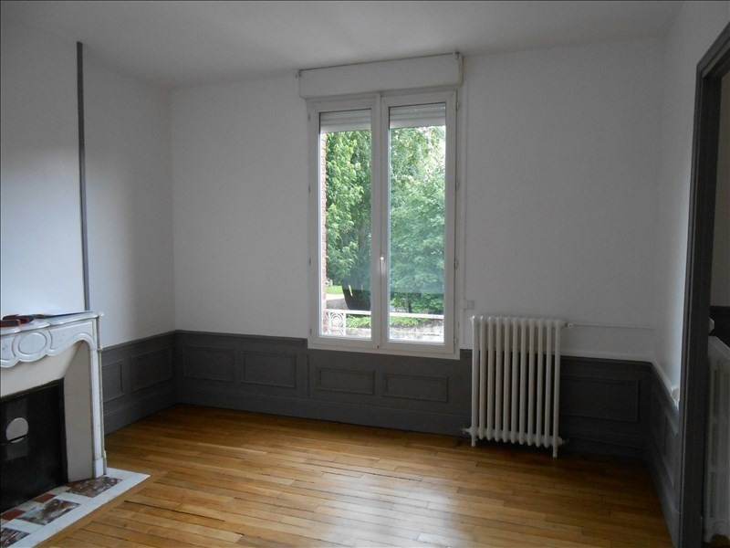 Rental apartment St quentin 570€ CC - Picture 1