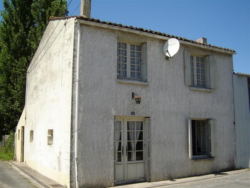 Sale house / villa Saint-jean-d'angély 43000€ - Picture 1