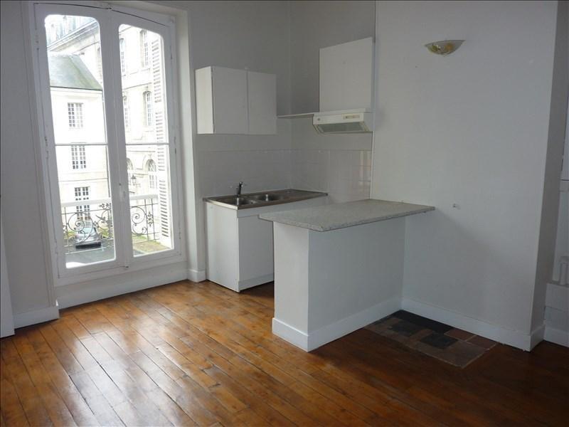 Location appartement Vendome 405€ CC - Photo 1