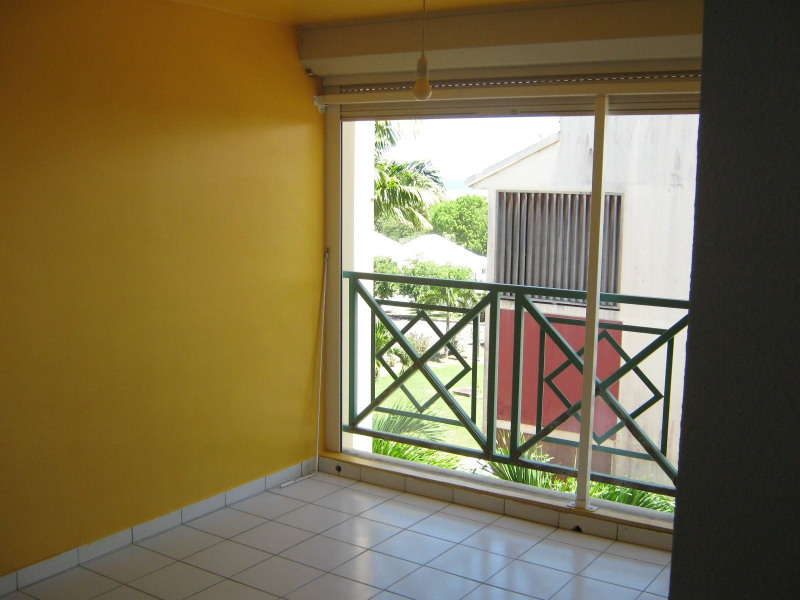Rental apartment Baie mahault 750€ CC - Picture 2
