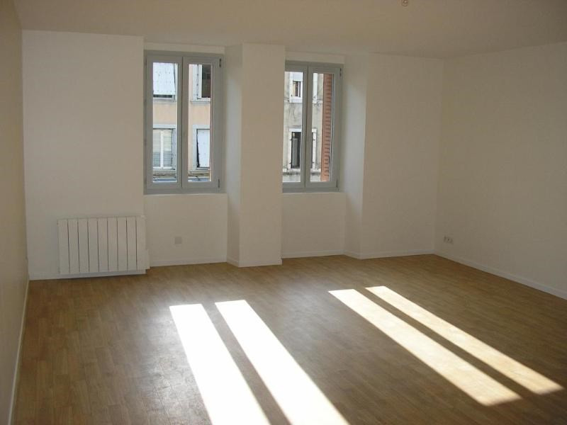 Rental apartment Nantua 483€ CC - Picture 2