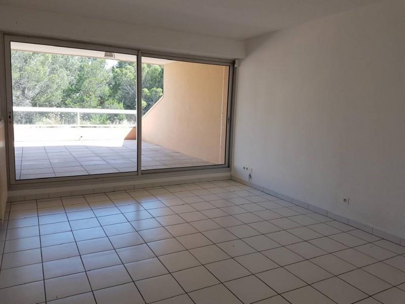 Location appartement Villeneuve-les-avignon 892€ CC - Photo 3