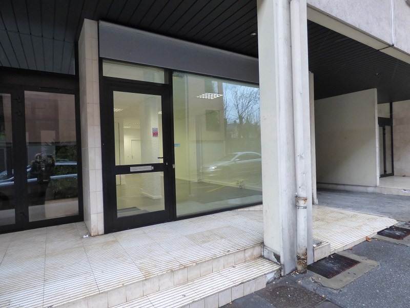 Location local commercial Chambery 840€ CC - Photo 1