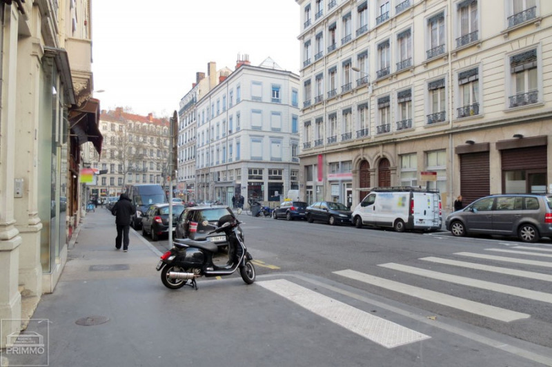 Location boutique Lyon 3ème 695€ CC - Photo 3