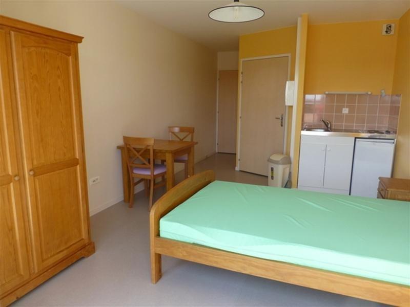 Rental apartment Saint-jean-d'angély 355€ CC - Picture 1