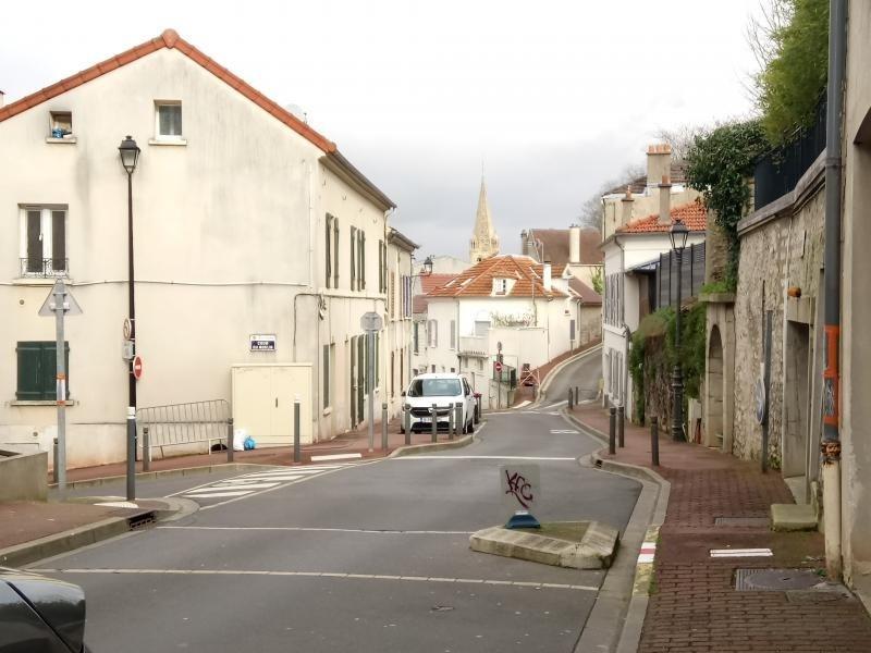 Rental apartment Bougival 580€ CC - Picture 1