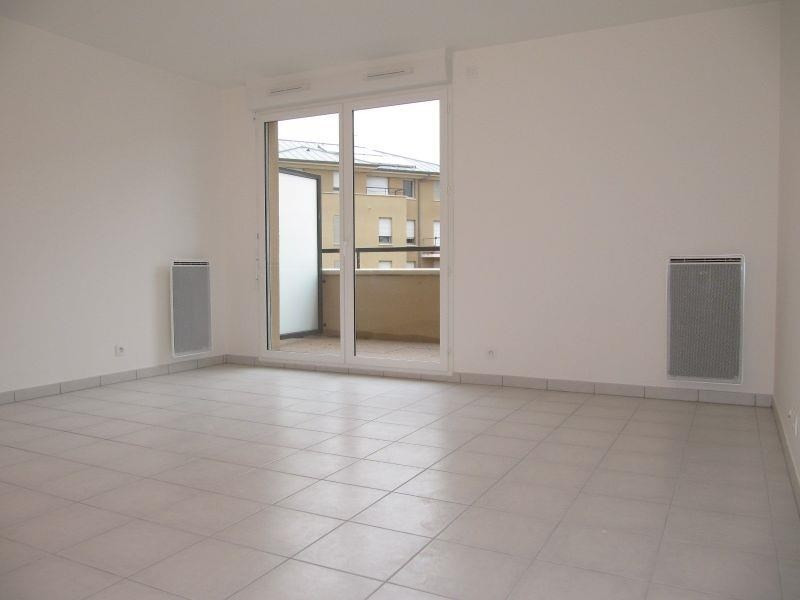 Rental apartment Osny 928€ CC - Picture 1