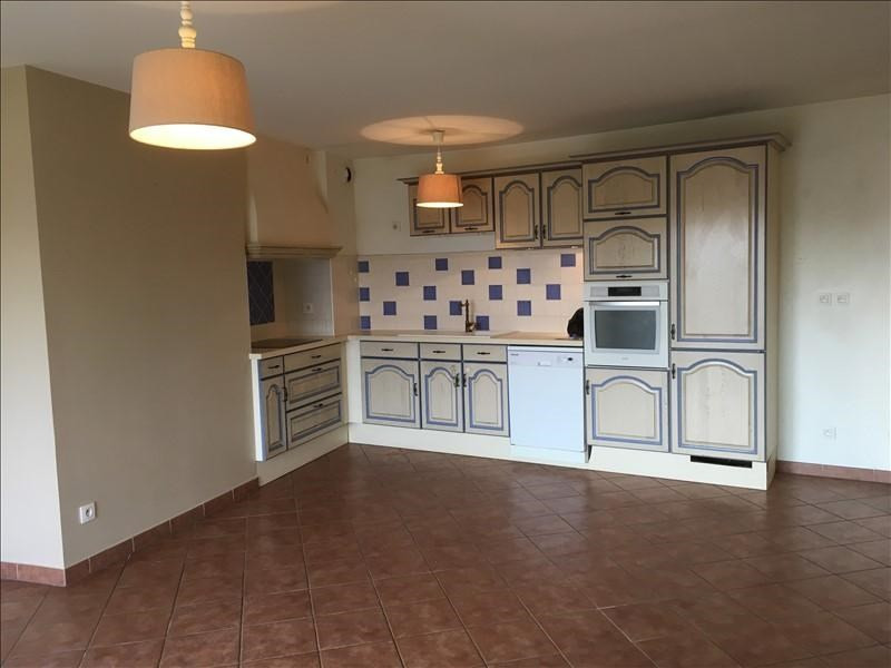 Rental apartment Pelissanne 930€ CC - Picture 3