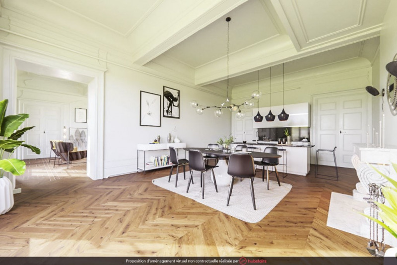 Luxury apartment to renovate Place Bellecour