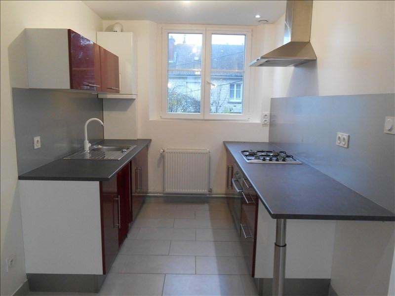 Rental apartment Sainte savine 620€ CC - Picture 2