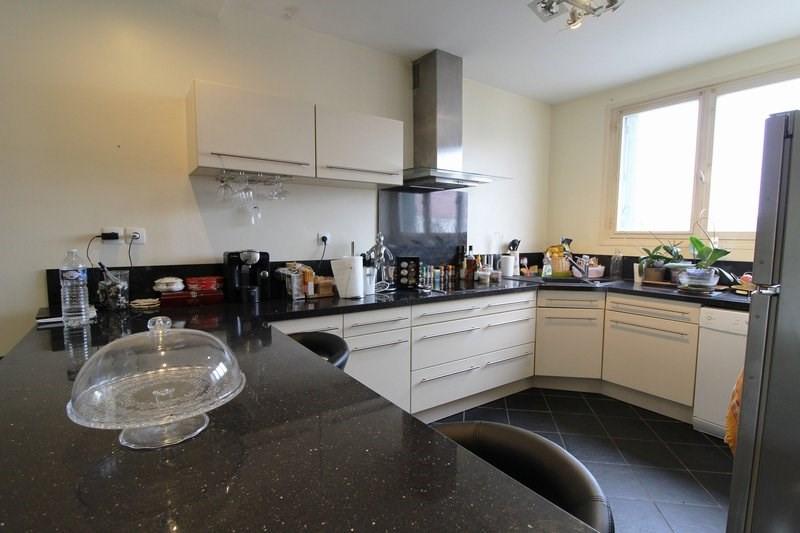 Sale house / villa Maurepas 283500€ - Picture 2