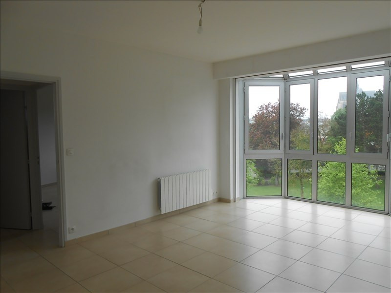 Rental apartment St quentin 565€ CC - Picture 1