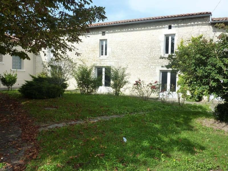 Sale house / villa Aigre 104000€ - Picture 1