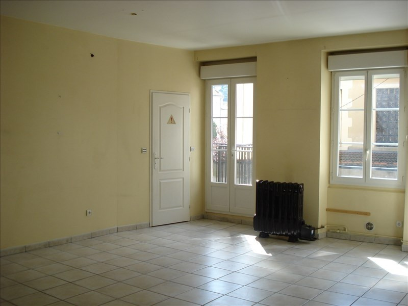 Rental apartment Ste colombe 640€ CC - Picture 1