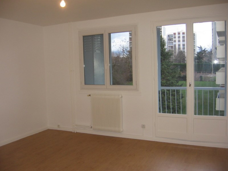 Rental apartment Saint genis laval 675€ CC - Picture 3