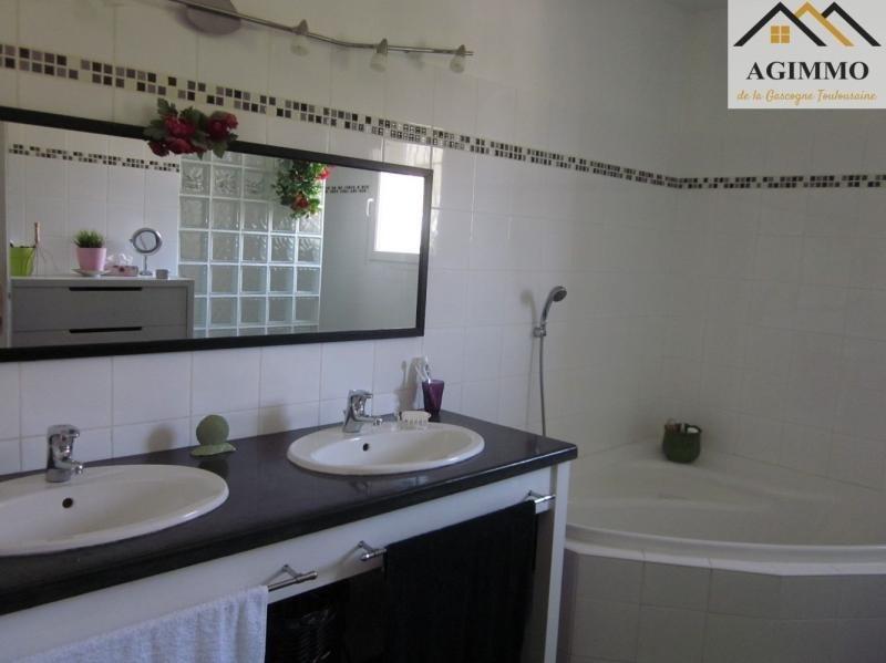 Sale house / villa L isle jourdain 390000€ - Picture 7